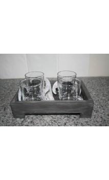 Grijze tray voorzien van 4 glaasjes en deco