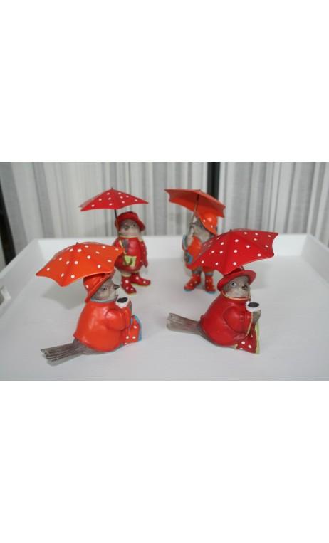 Vogeltje zittend met paraplu rood