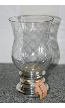 Glazen windlicht op zilverkleurige voet 22 cm hoog
