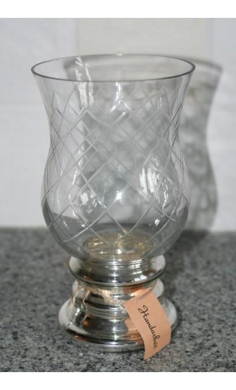 Glaswindlicht op zilverkleurige voet 22 cm hoog