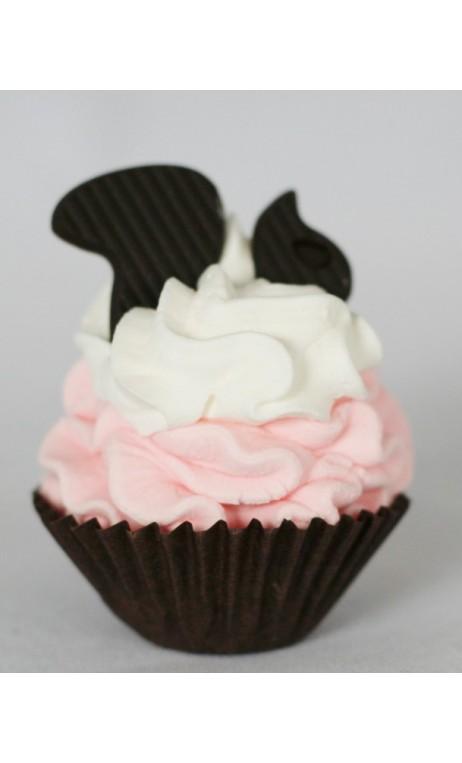 Petit four: Roze creme, slagroom en een chocolade eekhoorn erop
